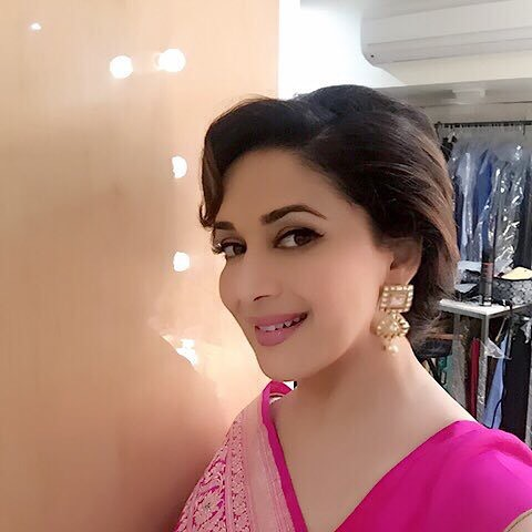 madhuri dixit in saree pic