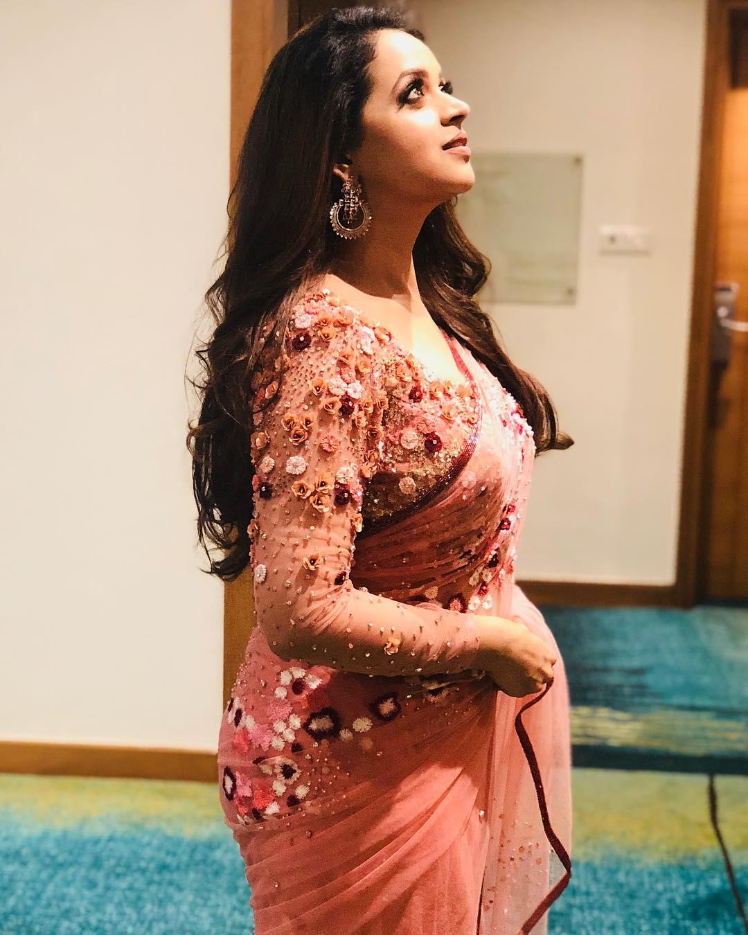 Bhavana Hot Navel Photos And Videos  Malayalam Actress -7592