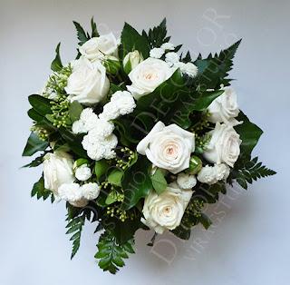 Kerek csokor rózsából esküvőre szülőköszöntőnek