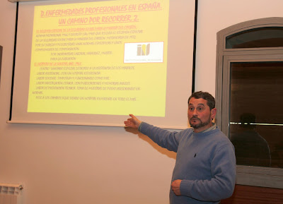 Fernando Cuevas durante la conferencia sobre enfermedades mineras (Sabero)