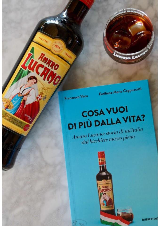 """""""Cosa vuoi di più dalla vita?  Storia di un'Italia dal bicchiere mezzo pieno"""""""