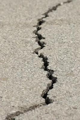 terremoto-faglia-asfalto-crepa