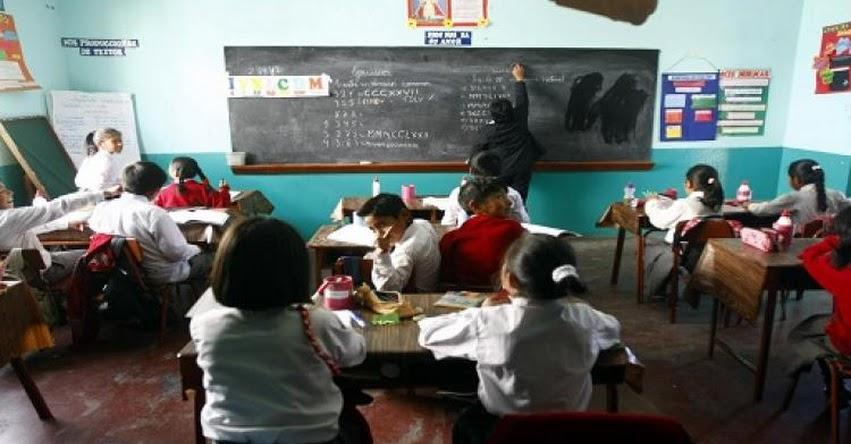 Gobierno anuncia aumento de sueldo para docentes en S/ 2,000 desde diciembre