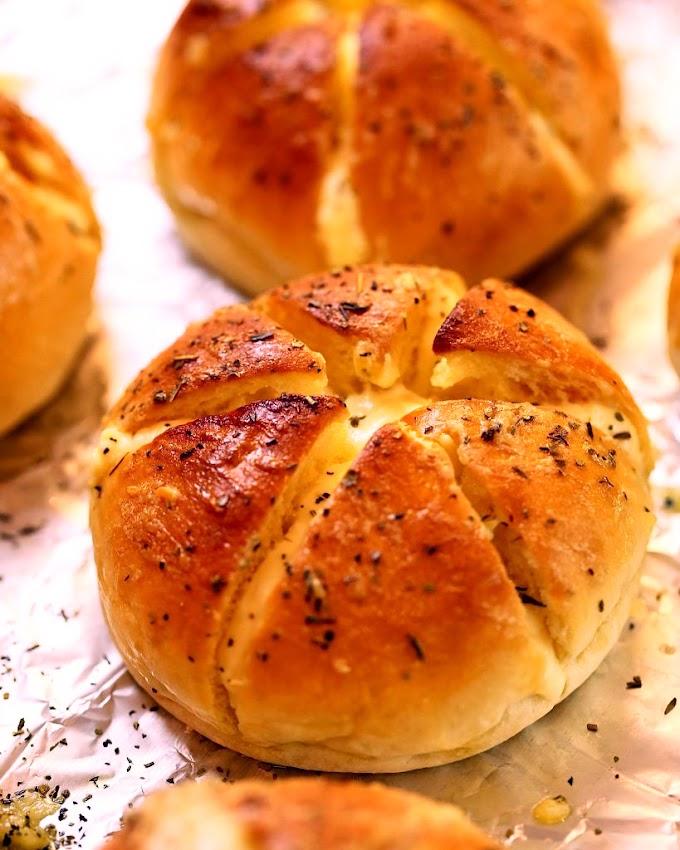 Bánh mì bơ tỏi phô mai - Thanh Minh