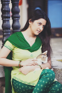 Pori Moni Bangladeshi Actress Biography, Hot HD Photos With Her Pets Cat