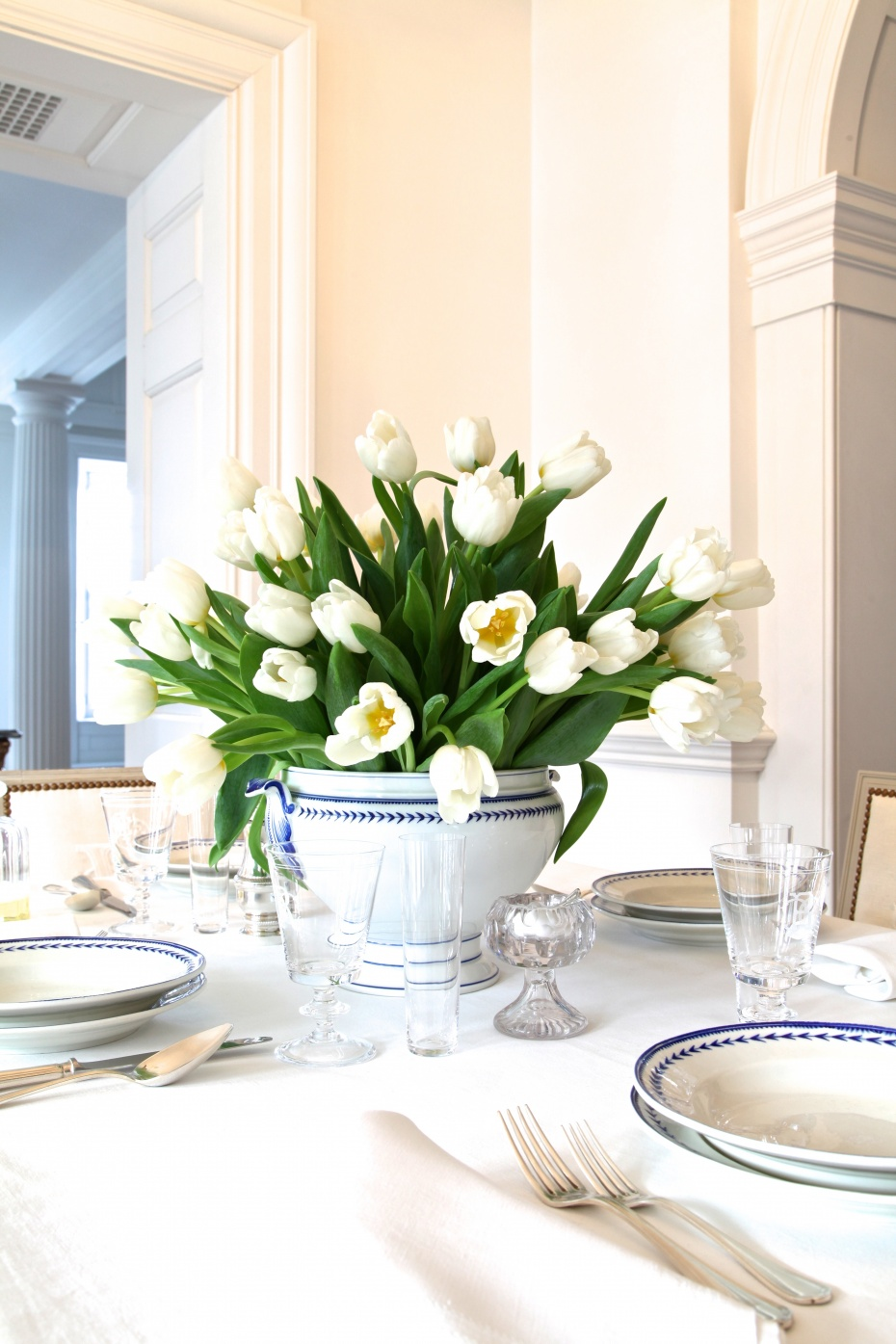 table setting white flowers on the white linen