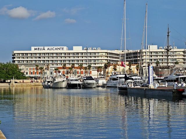Melia Alicante hotel nad morzem z widokiem na port