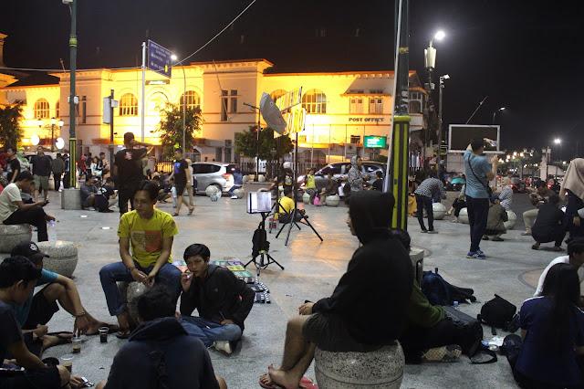 Suasana Malam Hari di Titik Nol KM Yogyakarta