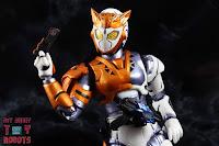 S.H. Figuarts Kamen Rider Valkyrie Rushing Cheetah 13
