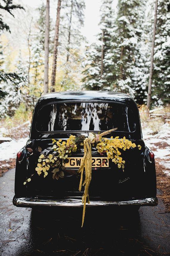 Elegant and Chic Rustic Wedding | Come addobbare l'auto degli sposi