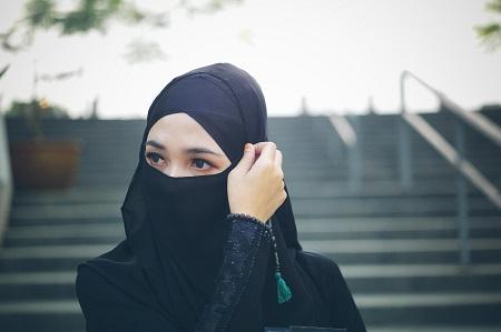 Batas Kesabaran Wanita Adalah Diam, Meski Banyak Luka Di Dalam Hatinya