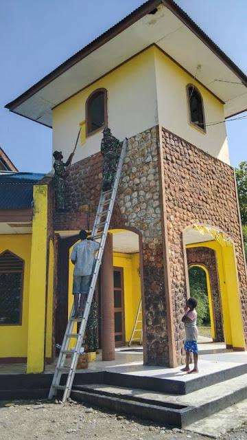 Satgas Yonif 756/WMS Gelar Pengobatan dan Renovasi Gereja di Mimika