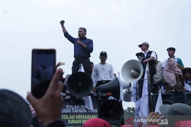 Obon Tabroni: Ridwan Kamil Jangan Buat Kebijakan Aneh-aneh soal UMK