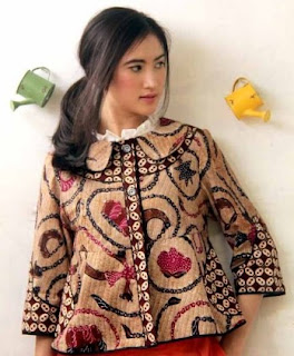 Contoh batik casual untuk wanita gaya terbaru