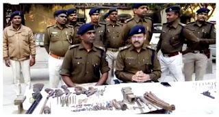 पटना में चल रही थी मिनी गन फैक्ट्री, पुलिस ने छापा मारा तो छह कट्टा के साथ डीबीएल गन भी मिला