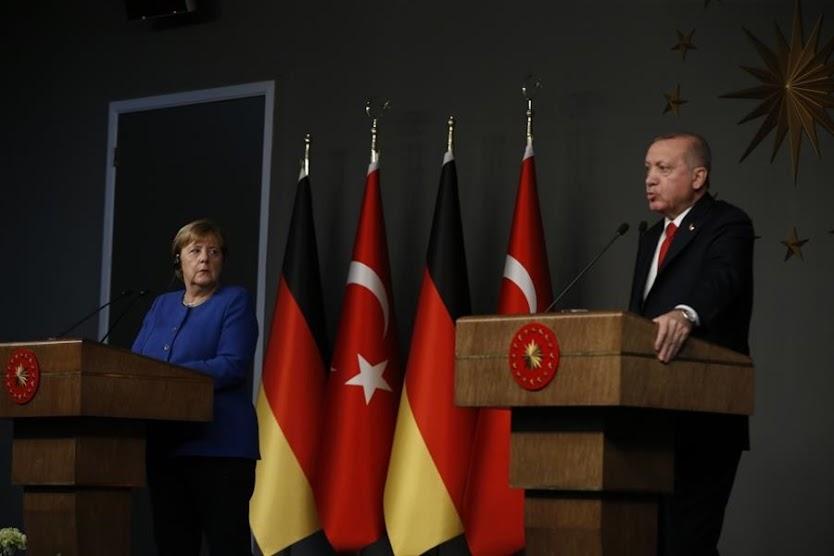 Handelsblatt: Με σκοπιμότητα το ευρωπαϊκό φλερτ Ερντογάν