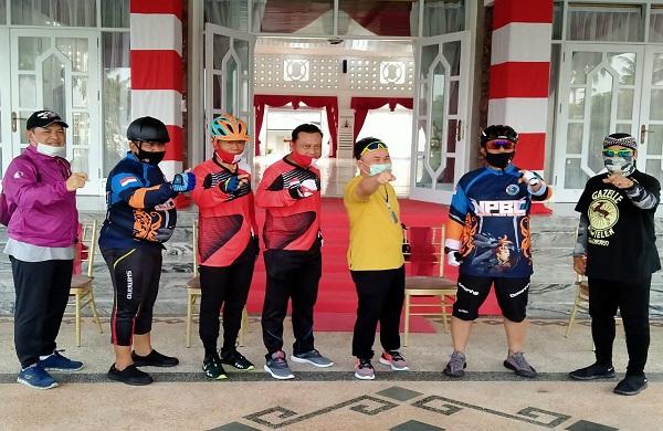 Bareng Gubernur dari Istana Isen Mulang berkeliling dengan Sepeda, Ini pesan Kapolda Kalteng