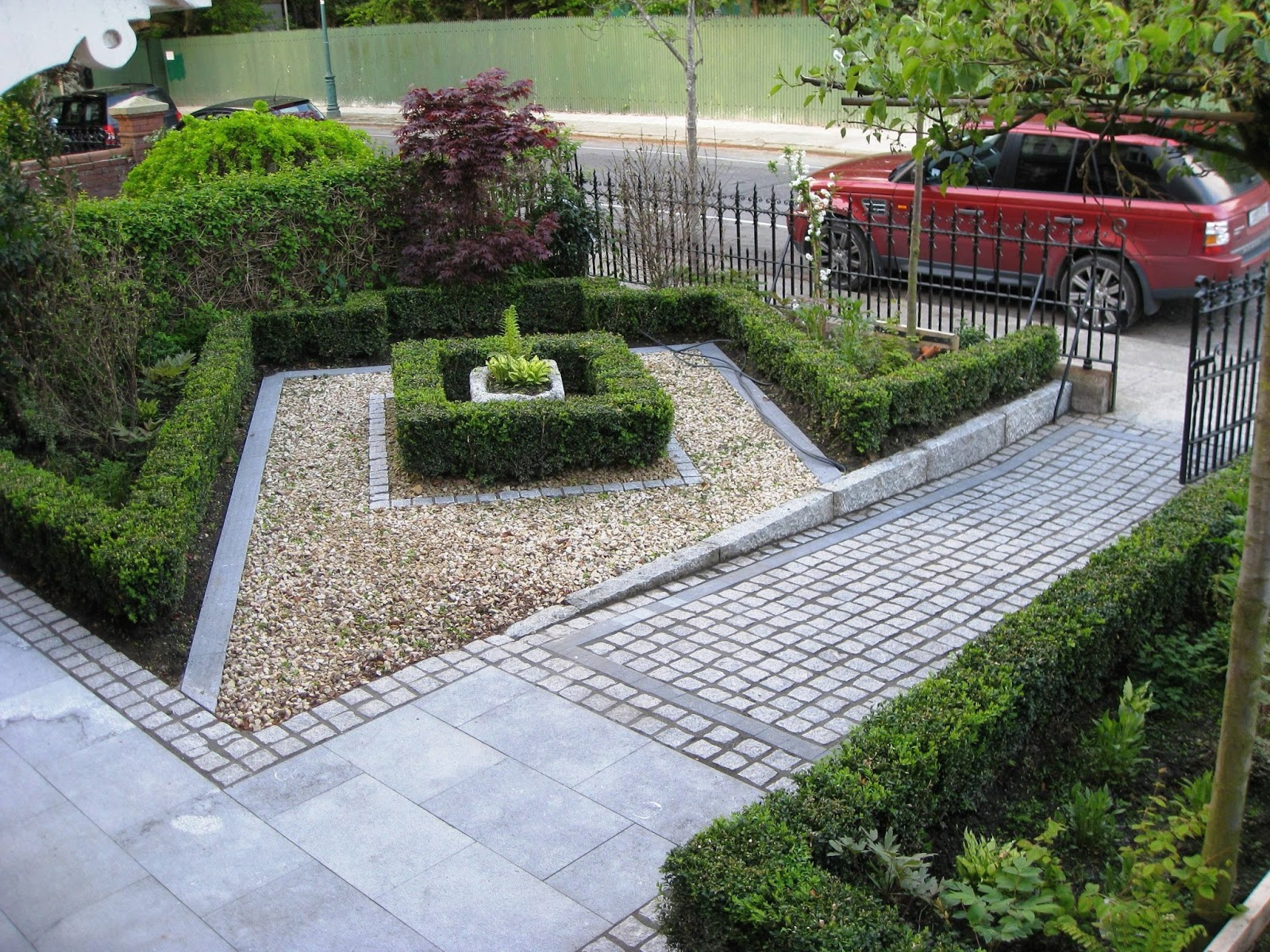Simple Tips For Making Your Garden And Driveway More Presentable