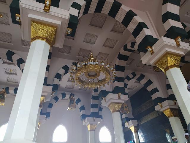 Interior dalam masjid