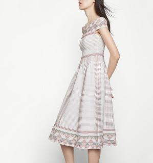 http://es.maje.com/es/coleccion/vestidos/remord/E16REMORD.html?dwvar_E16REMORD_color=0101