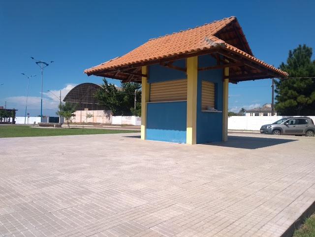 Pessoas físicas e jurídicas podem concorrer à concessão de uso de quiosques da Praça de Eventos
