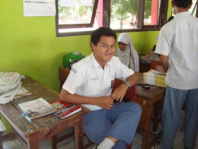Saat Jam Istirahat dan Presentasi XI IPA 5 SMAN 1 KLARI 2011