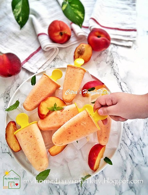 Peach Frozen Yogurt Popsicles| Çitra's Home Diary. #frozenyogurt #popsicles #peachpopsicles #esbuahpersik #şeftali #peachfrozenyogurt #turkishyogurt #summerrecipe #inseasonsummer #fresh