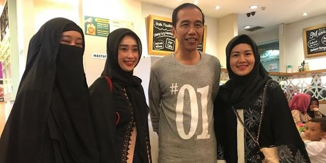 Beda dengan Menag, Jokowi Tak Persoalkan ASN Pakai Cadar