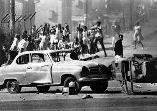 Uno de los guetos negros cercanos a Johannesburgo.