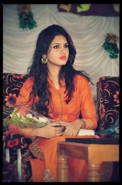Tamil Actress Gayathri Suresh Image Gallery Navel Queens