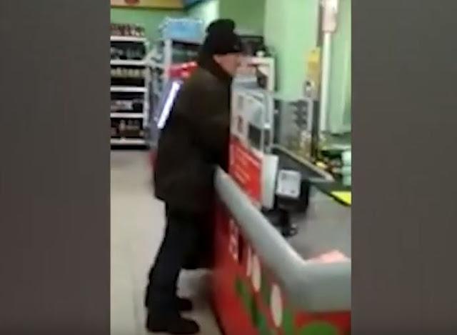 В Стерлитамаке дедушка устроил скандал в магазине: видео
