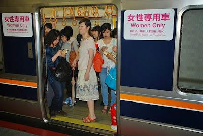 vagon-de-tren-solo-para-mujeres