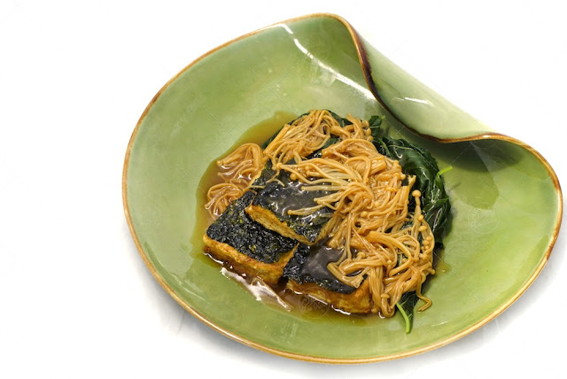 Braised Tofu with Seaweed and Mushroom