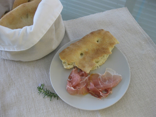 Focaccia selbst gebacken auf dem Südtiroler Foodblog kebo homing gibt es das Rezept