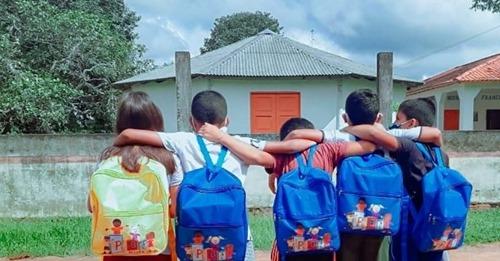 """Missionárias dão reforço escolar a crianças no Amazonas: """"Não escreviam o nome completo"""""""
