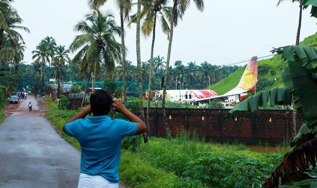 latest flight crash kerala india