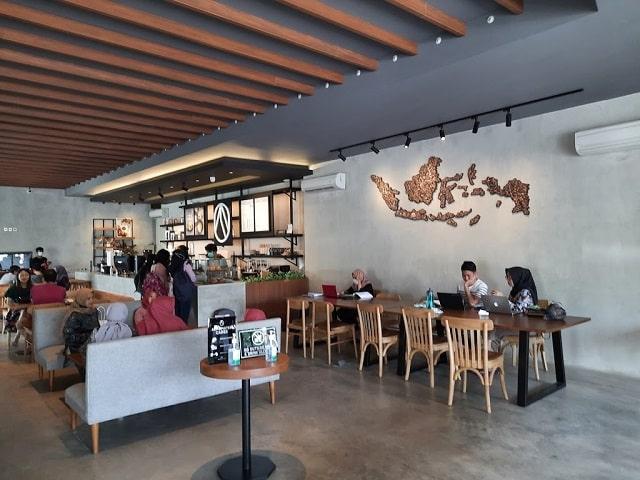 interior almamater coffee solo