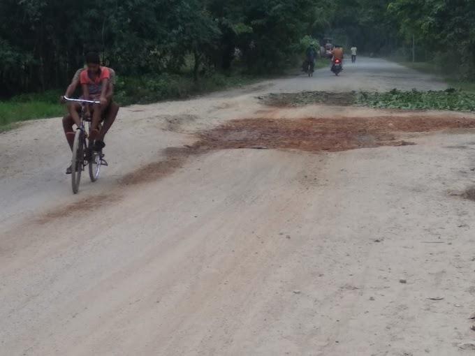 सड़क मरम्मत के नाम बलिया में खेल, पब्लिक नाराज