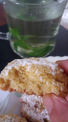 Biscuits à la semoule au coco et citron;délicieux biscuits croquants et parfumés au citron!