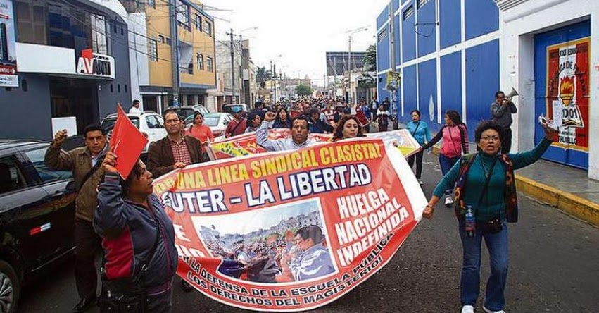 Más de 200 maestros de Piura se suman a huelga indefinida