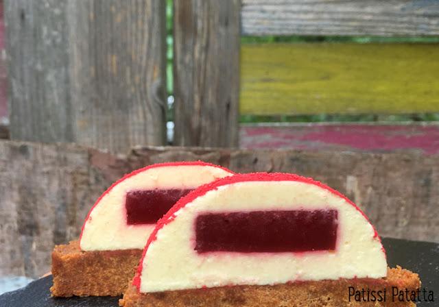 dômes passion et framboise, entremet passion et framboise, mousse aux fruits de la passion, inserts à la framboise, confit de framboise, palet aux spéculoos, joli dessert, dessert tendance, patissi-patatta