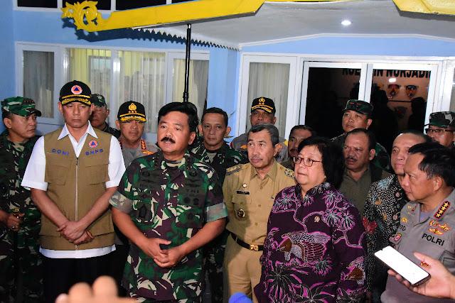Padamkan Kebakaran Hutan di Riau, TNI Kerahkan Helikopter Lakukan Water Boombing