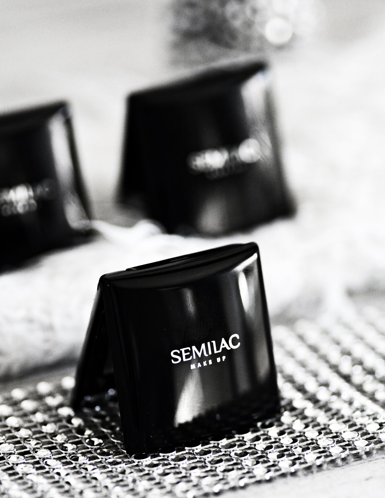 Kolekcja rozświetlających cieni Semilac.