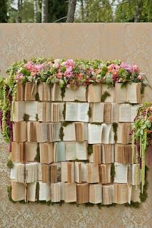 utiliser des livres anciens dans sa décoration de mariage  blog mariage www.unjourmonprinceviendra26.com