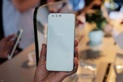 Ấn tượng khi được cầm trên tay ZenFone 4 cao cấp - 203336