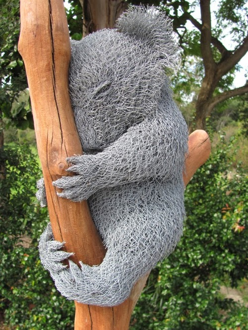04-Koala-Chicken-Wire-Sculptures-Sculptor-Ivan-Lovatt-www-designstack-co