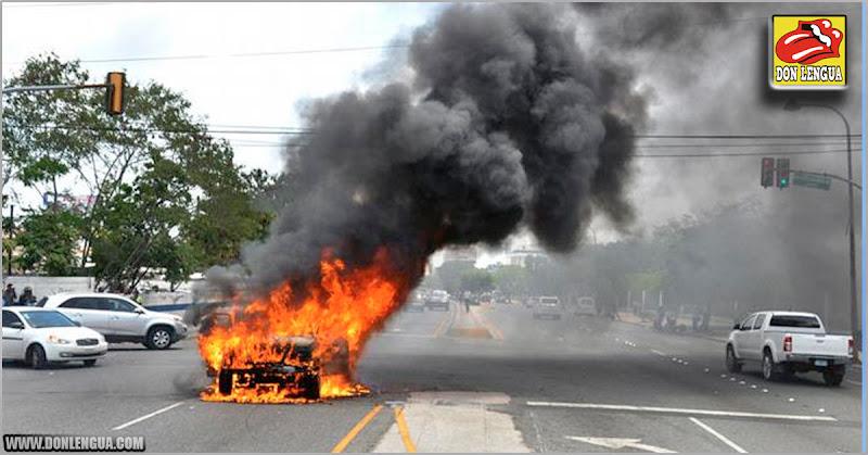 Vecinos de un barrio de Perú atraparon a ladrones venezolanos y quemaron su vehículo
