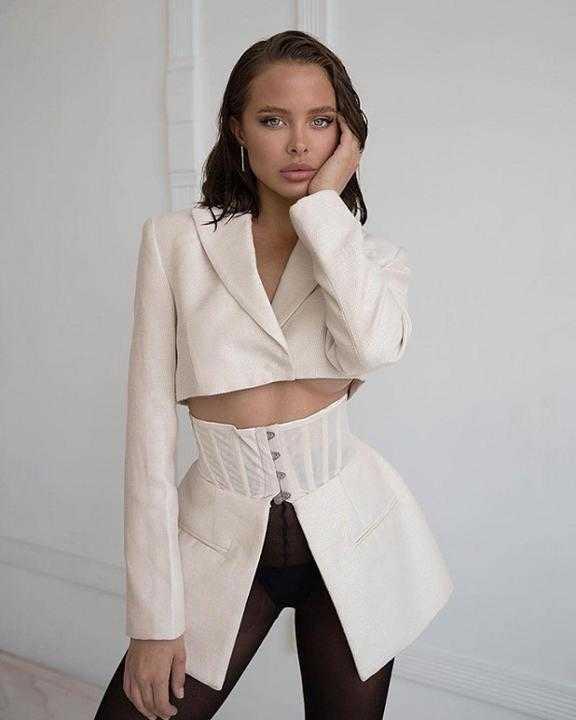 Loạt người mẫu trẻ được chú ý vì sở hữu nét đẹp giống Angelina Jolie