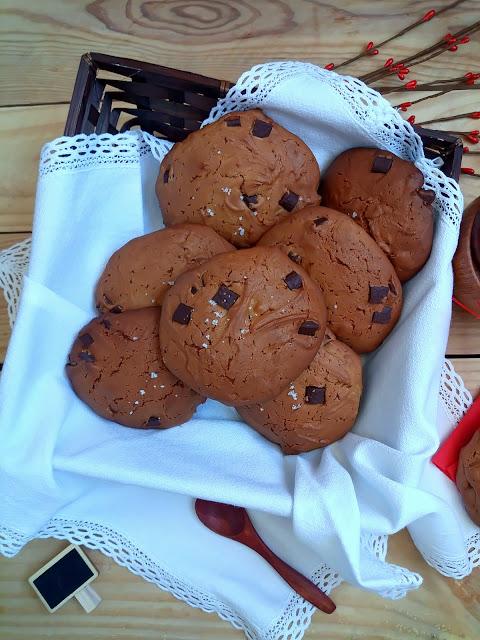 Galletas de aceite de oliva virgen extra (AOVE) con chips de chocolate. Cookies, desayuno, merienda, postre, healthy, saludable, fit, hecho en casa. Sencillo, rápido, rico, horno, Cuca