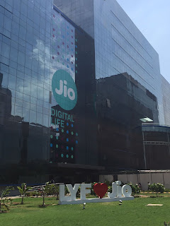 Reliance Jio is offering cashback of 3300 on recharge of Rs 300 | jio cashback offer